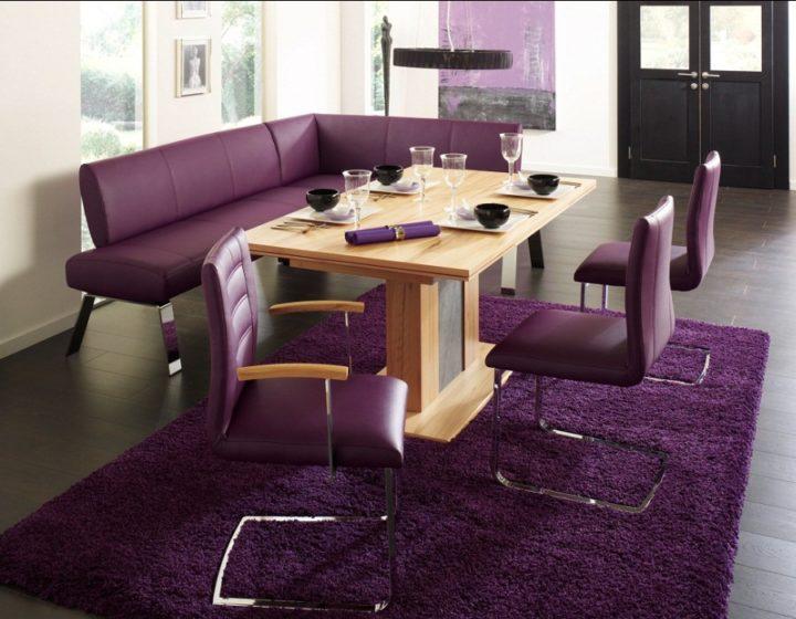 диван в фиолетовом цвете