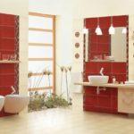 пример красной испанской плитки в ванной