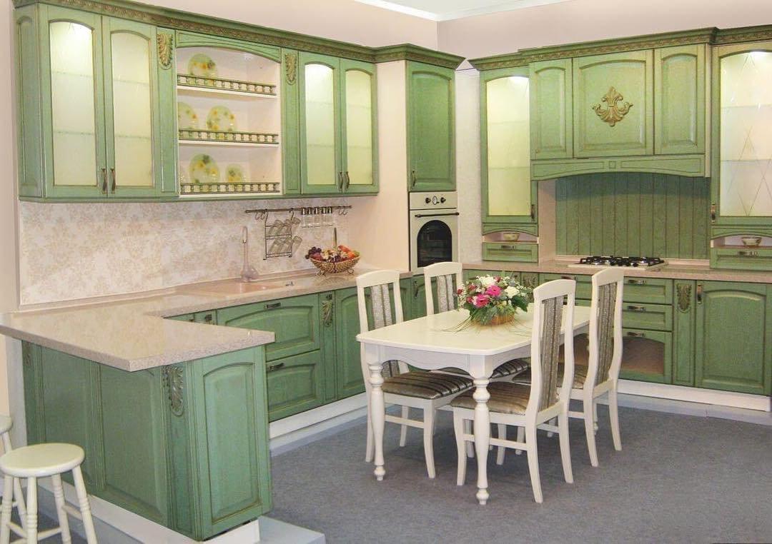 кухонный гарнитур мятно-оливкового цвета