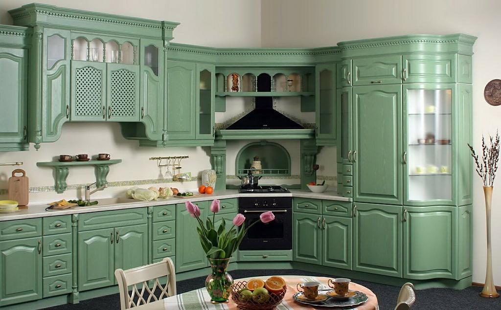 белые стены на мятной кухне