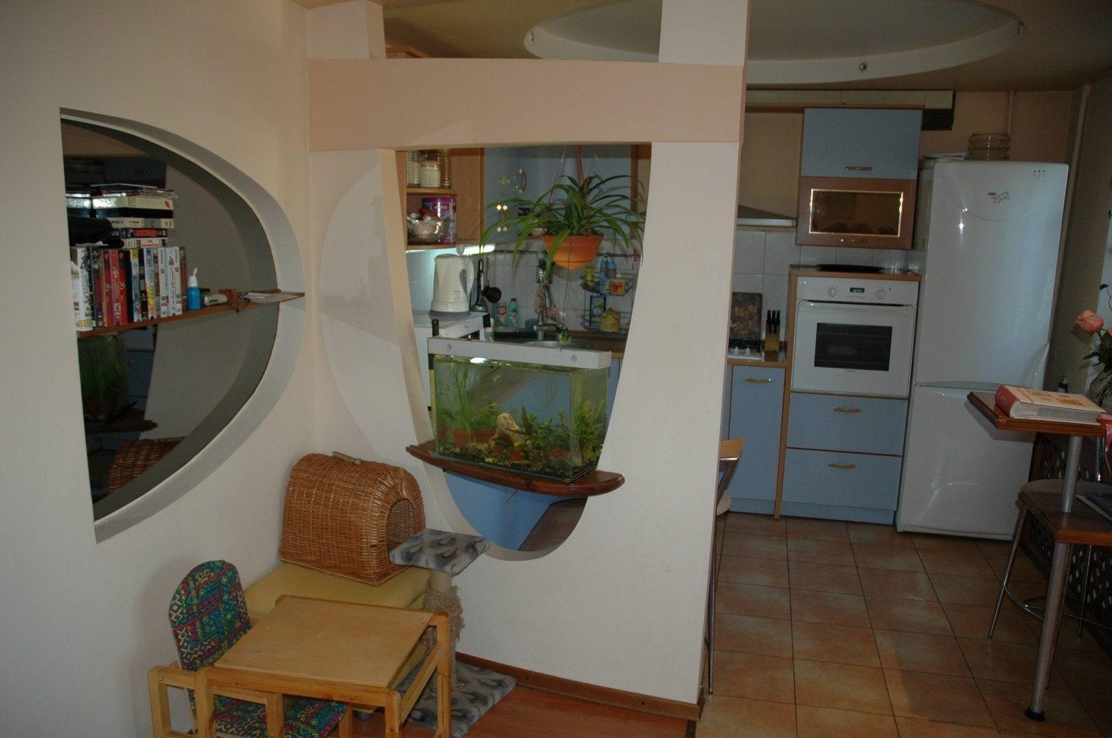 кухня находится рядом с жилой зоной