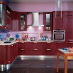 красная деревянная кухня