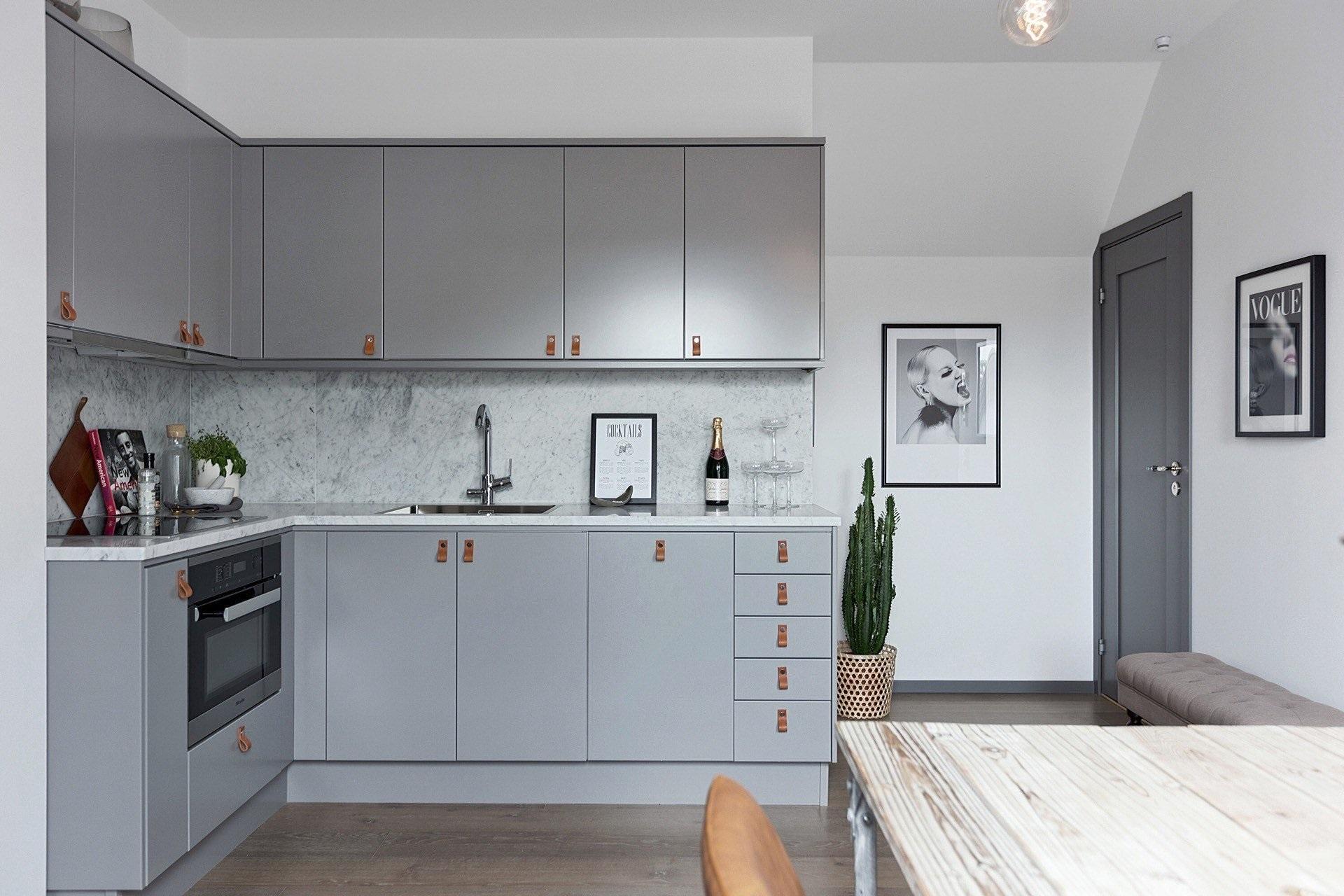открытое пространство кухни и прихожей