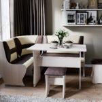 коричнево-бежевый угловой диван