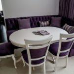 фиолетовый диван в комплекте со стульями