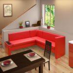 красный диван на кухню