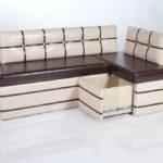 диван с контрастной перетяжкой и выкатным ящиком