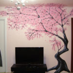 дерево в зале на стене