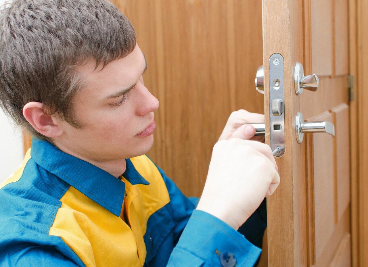 установка замка двери