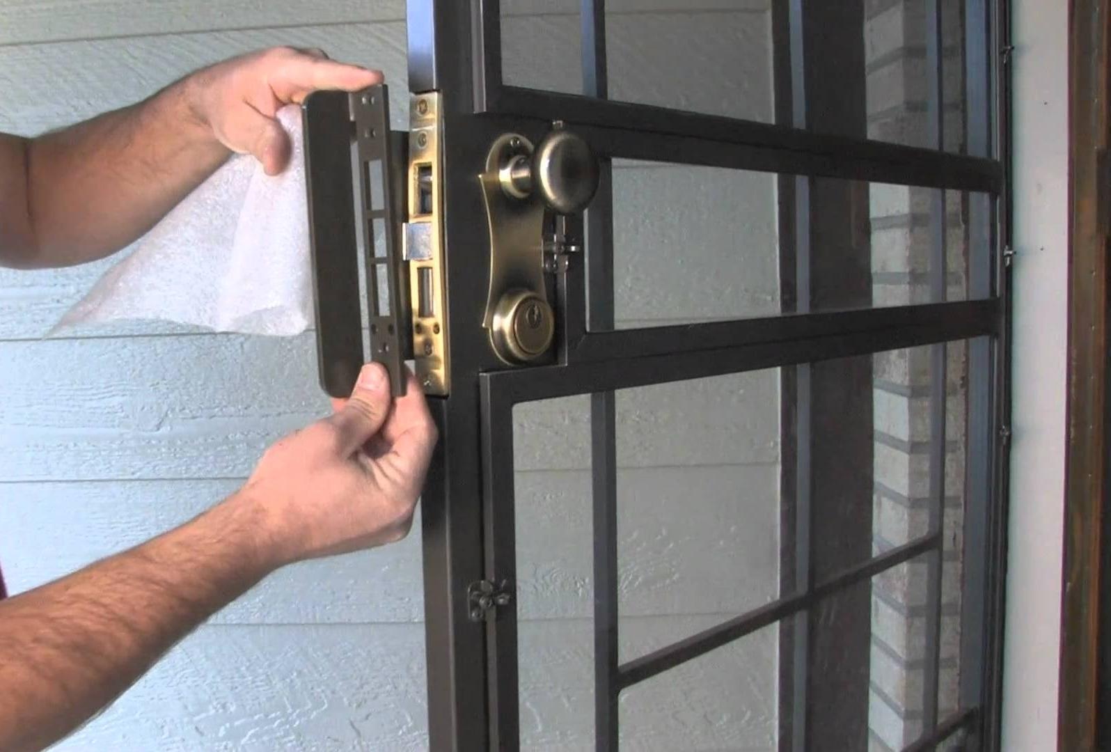 разметка положения замка для врезки