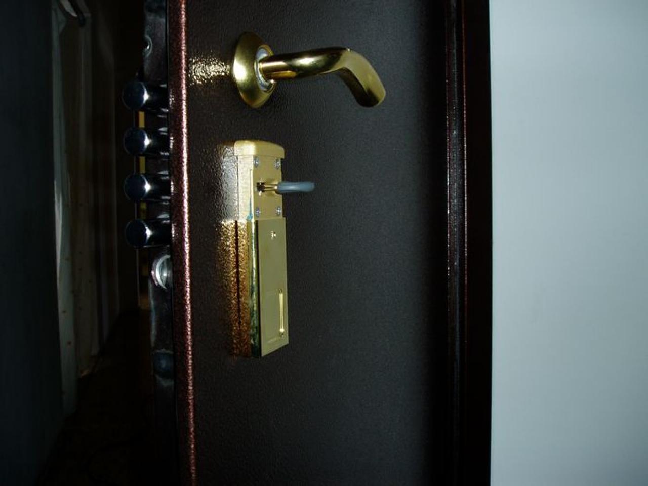 замок м металлическую дверь