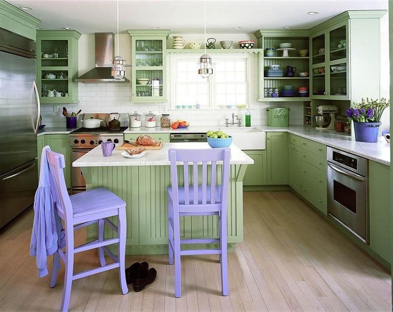 мятная кухня с яркими акцентами