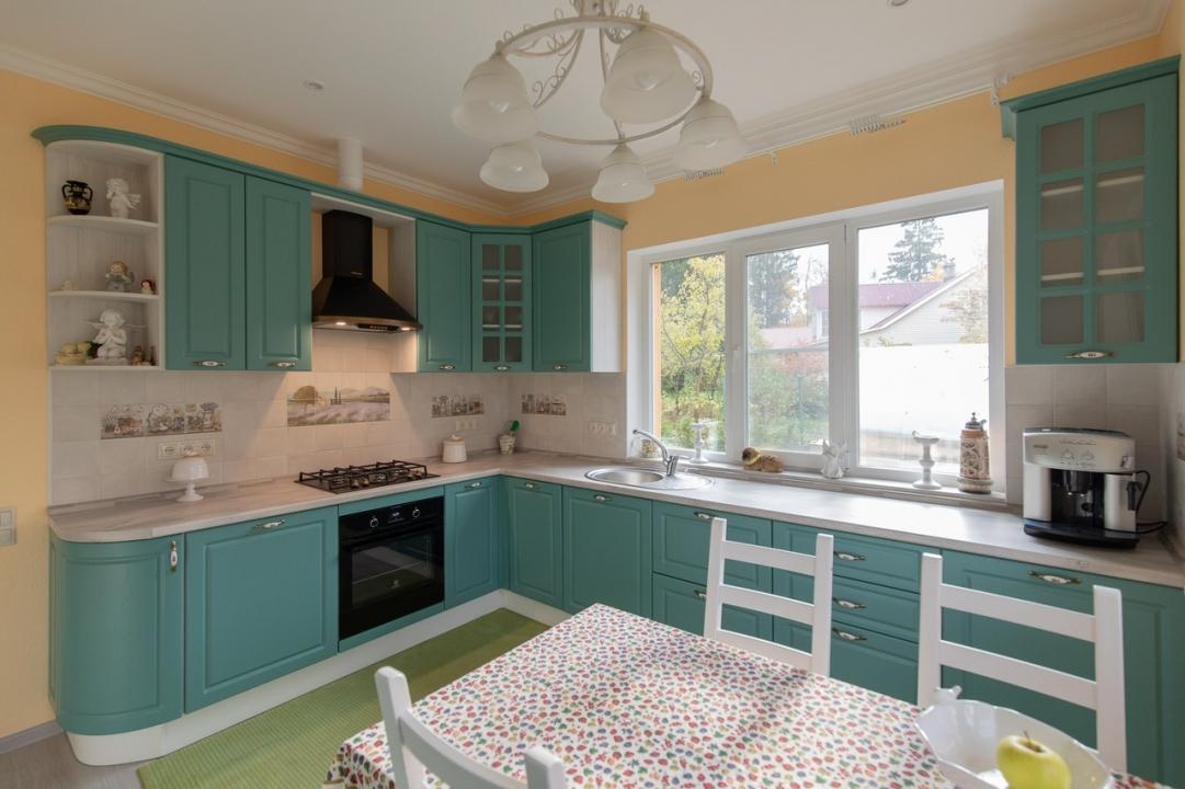 мятно-бирюзовый цвет кухни