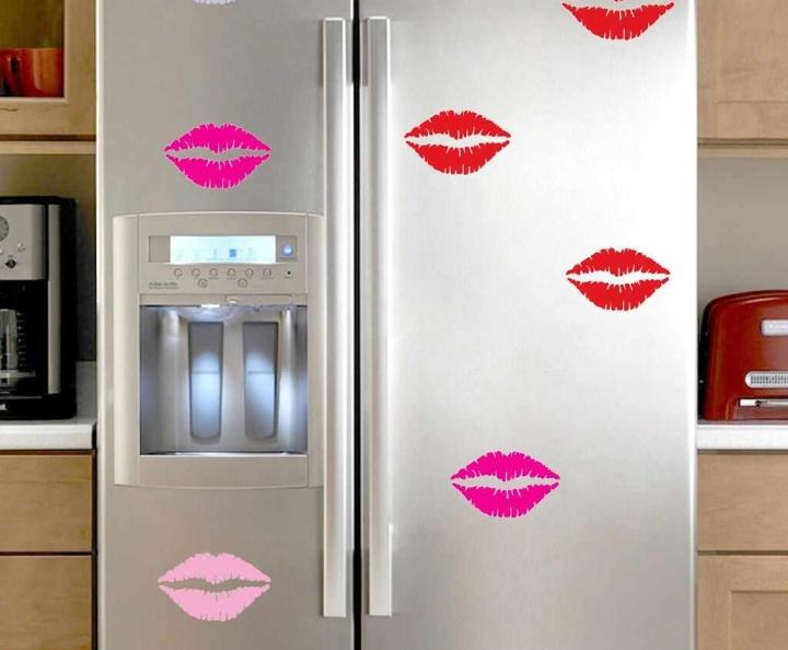 наклейки на холодильнике
