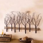 деревянные ветки на стене