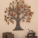 дерево в интерьере на стене
