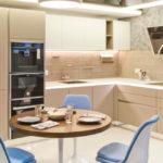 круглый стол на кухне кофейного цвета