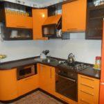 оранжево-коричневая кухня