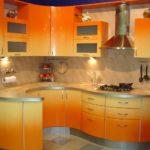 оранжевая кухня круглая