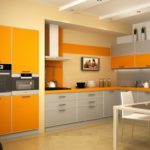 оранжевая кухня с оранжевым холодильником