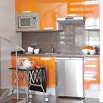 оранжевая кухня с тележкой