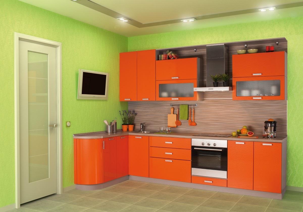 оранжевая кухня с зеленым
