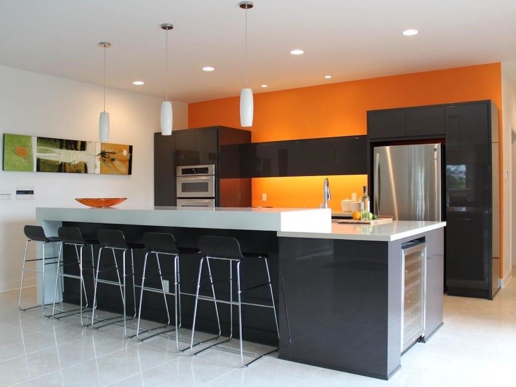 кухня оранжевая с черным глянцевым