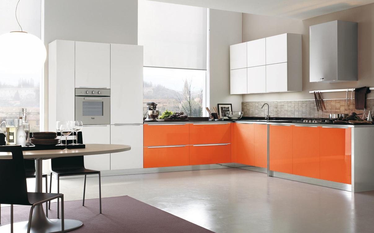 молочный с оранжевым на кухне