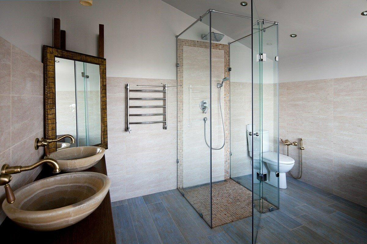оригинальное зеркало для ванной комнаты с душевой кабиной