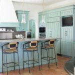 стол-барная стойка на кухне