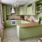 элегантная кухня в мятных тонах