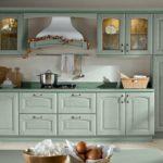 нежный мятный цвет кухонного гарнитура