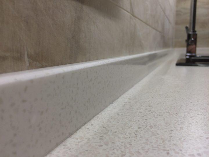каменный кухонный плинтус