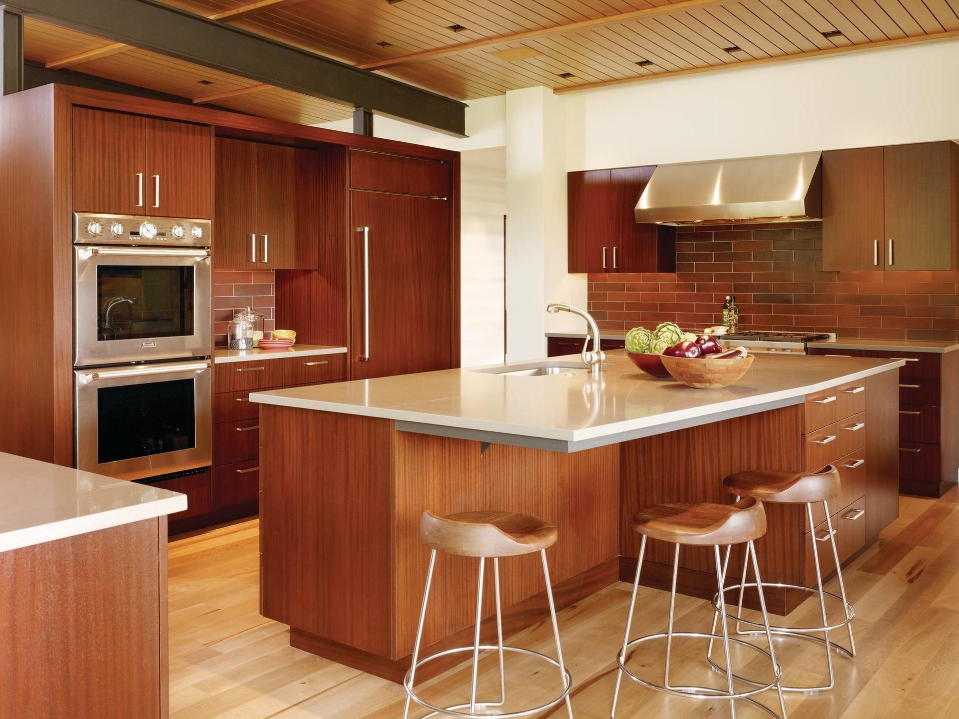 как расположить мебель в кухне островом