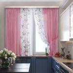 розовые занавески для кухни