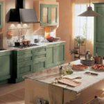персиковые стены и оливковая мебель