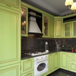 оформление кухонного фартука черным цветом