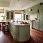 какой потолок сделать на оливковой кухне