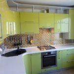 сочетание оливкового и черного на кухне