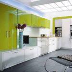 сочетание серого и оливкового на кухне