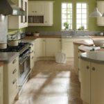приятный и нежный интерьер кухни