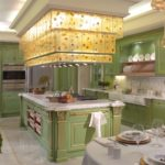 интересный и необычный способ освещения оливковой кухни