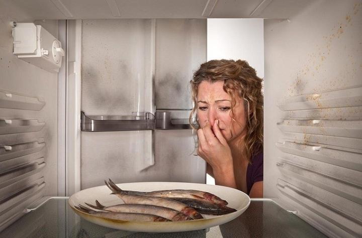 Рыба без упаковки в холодильнике