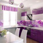 оформление кухонного пространства сиреневым цветом