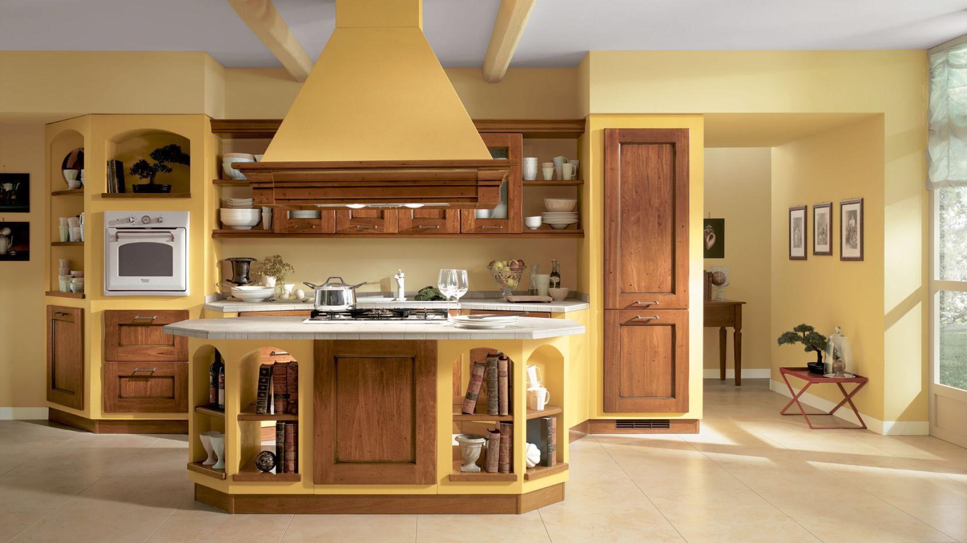 теплые гаммы для деревянных кухонь