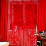 вязаные шторы красные