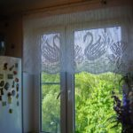 шторы вязаные с лебедями