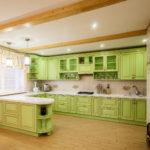 ярко-зеленая кухня прованс