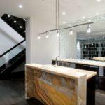 зеркальные плиты в кухне
