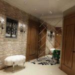 зеркальные плиты в коридоре